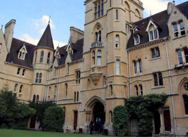 Здание школы Oxford Royale Academy Balliol College