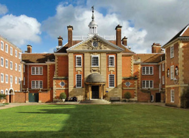 Здание школы Oxford Royale Academy Lady Margaret Hall