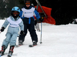 Студенты Ecole Nouvelle de la Suisse Romande катаются на лыжах